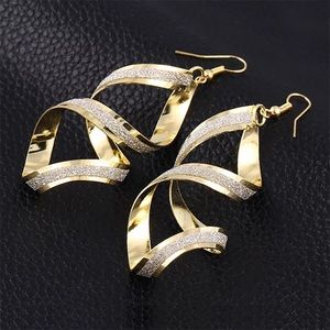 Jewelry - NWT Gold-Colored Rotating Drop Earrings